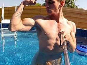 Outdoor Workout - Flexing
