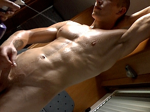 Muscle Worship - Jerking off