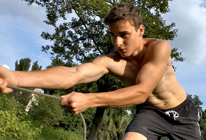 19yo Dylan - Outdoor Muscle Flexing