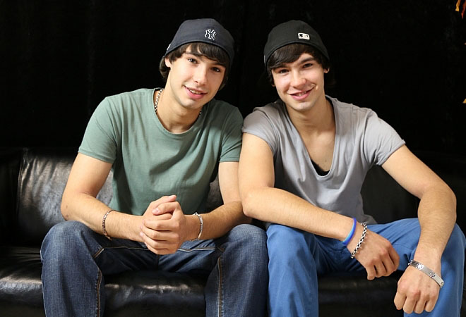 Exclusive Casting - 18 Cute Twins