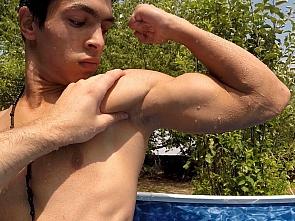 Muscle Worship - Summer Garden